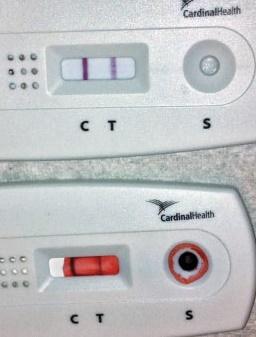 test de embarazo normal con gotas de sangre